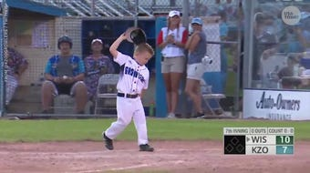 """A 6-year-old assistant coach, known as """"Coach Drake,"""" had an adorable mini meltdown."""