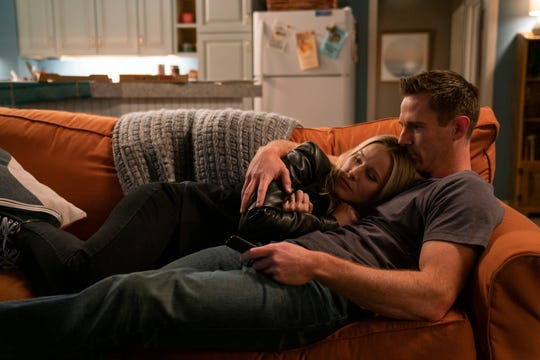 "Veronica (Kristen Bell) and Logan (Jason Dohring) on ""Veronica Mars."""