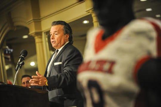 Mike Maffucci Sr. of Autoland speaks during Wednesday night's banquet at the Pines Manor in Edison
