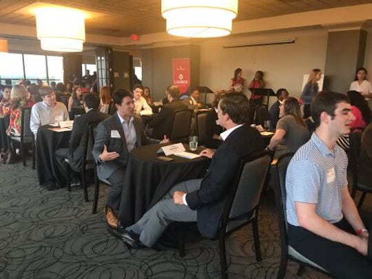 Launch at New Memphis hosts a speed mentoring event as a part of their free Summer Experience series. Launch: Campus to Career provided business professionals to offer advice to interns.