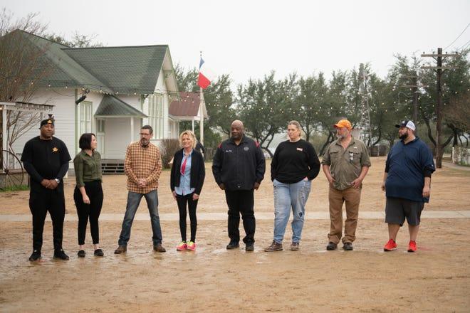 Contestants Phil Johnson, Susie Bulloch, Tuffy Stone, Lee Ann Whippen, Kevin Bludso,  Lynnae Oxley, Carey Bringle, Joe Pearce as seen on BBQ BRAWL Flay V Symon, Season 1.