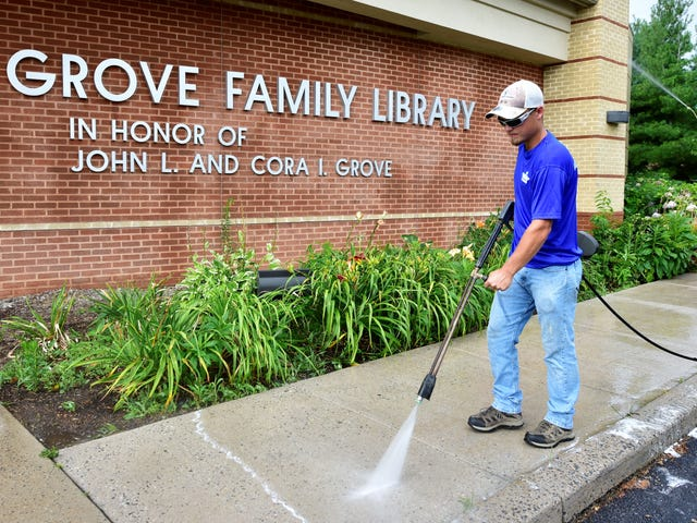 Mobile Works Pressure Washing giving away service to organizations