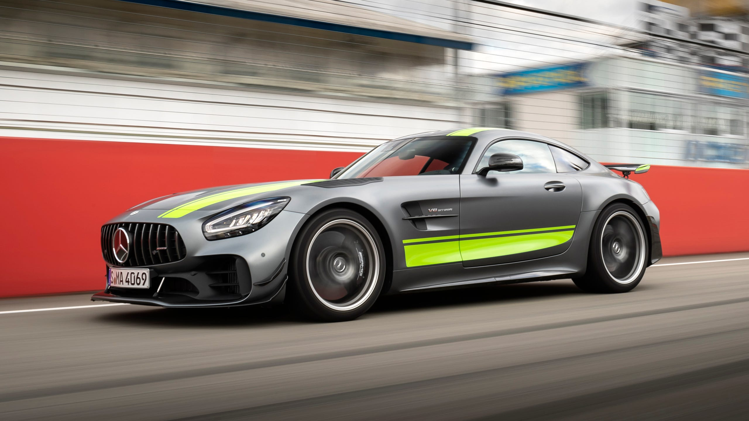 Mercedes Benz 2020 Amg Gt R Pro Comes With 200 000 Price Tag