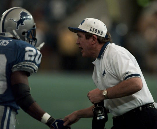 Lions head coach Bobby Ross gives a hand to running back Barry Sanders after Sanders scored his third touchdown of the game against the Chicago Bears on Nov. 27, 1997, at the Pontiac Silverdome.