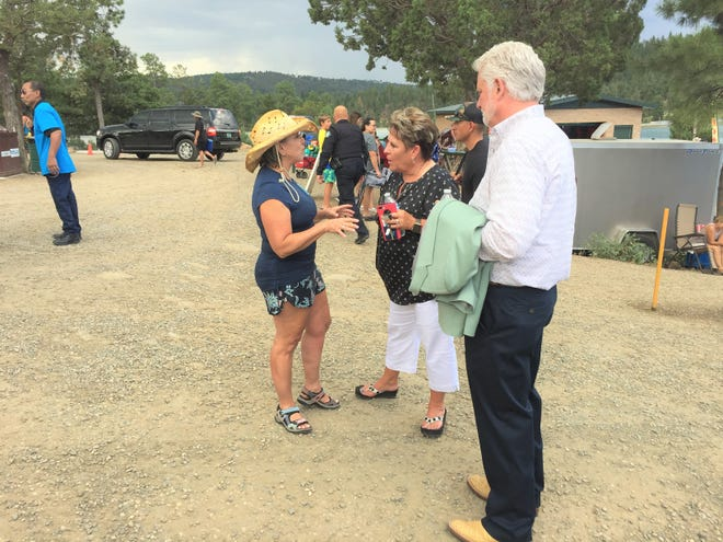 Governor Lujan-Grisham speaks with Village Manager of Ruidoso Debbie Lee and Mayor Lynn Crawford at Grindstone Lake.