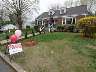 Westchester home sales fall but low mortgage rates push prices higher: report