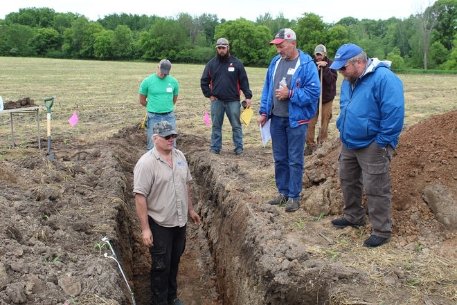 Keith Zygowicz of the NRCS explains the benefits to soil health from cover crops and no-till.