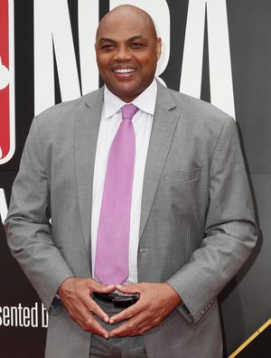 Charles Barkley poses photographers upon his arrival for the 2019 NBA Awards.