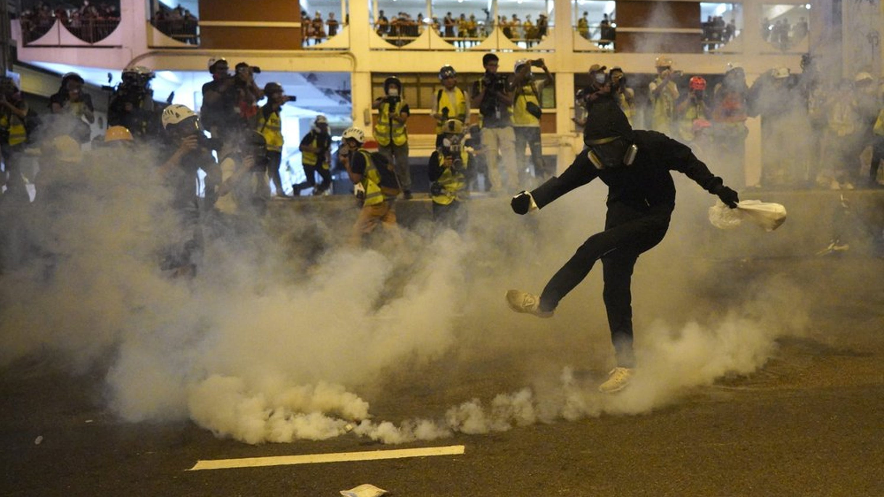 05f271e3d8a Hong Kong protests turn violent: Why they're protesting, what happened