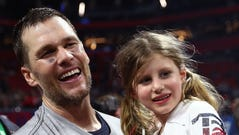 New England Patriots Quarterback Tom Brady cliff diving with his 6-year-old daughter Vivian scared some people.