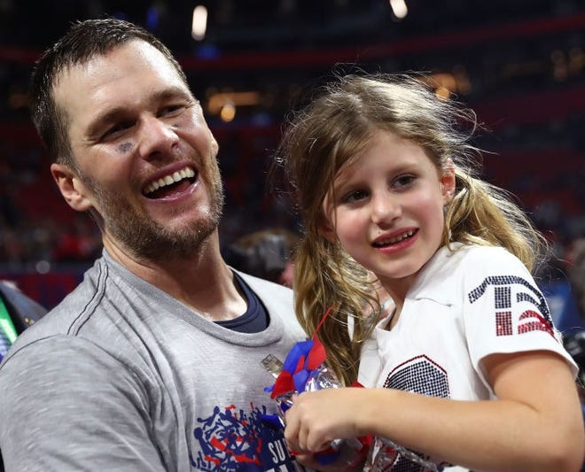 Tom Brady Shamed For Irresponsible Cliff Diving With His Daughter 6