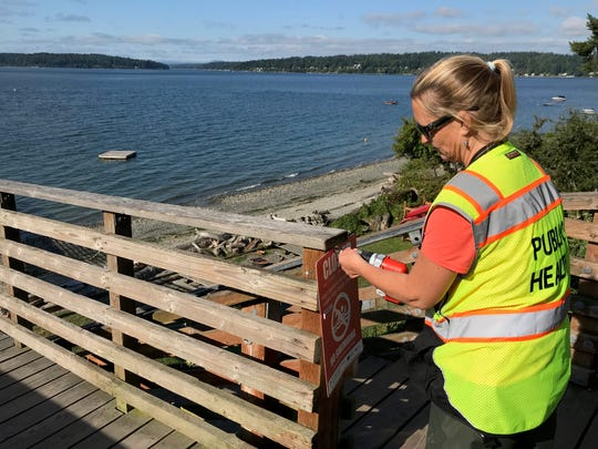 A no-contact advisory sign comes down at the Indianola Dock.