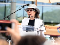 Lily Tomlin joins PETA campaign aimed at FCA over Iditarod dog race