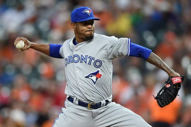 The Tigers on Monday signed veteran right-hander Edwin Jackson to a minor-league contract.