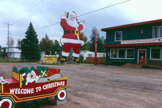 Christmas on M-28 at Lake Superior, west of Munising in the UP.