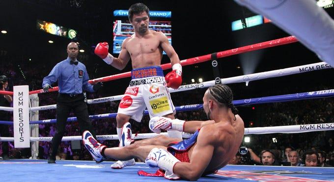 El filipino Manny Pacquiao derrotó por decisión dividida al norteamericano Keith Thurman para arrebatarle el campeonato mundial peso welter, en combate celebrado en el MGM Grand Arena de Las Vegas, Nevada.