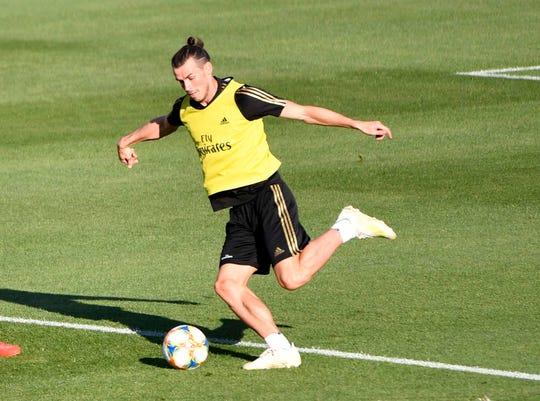 Gareth Bale kicks the ball during the Real Madrid FC public practice at Stade Saputo.