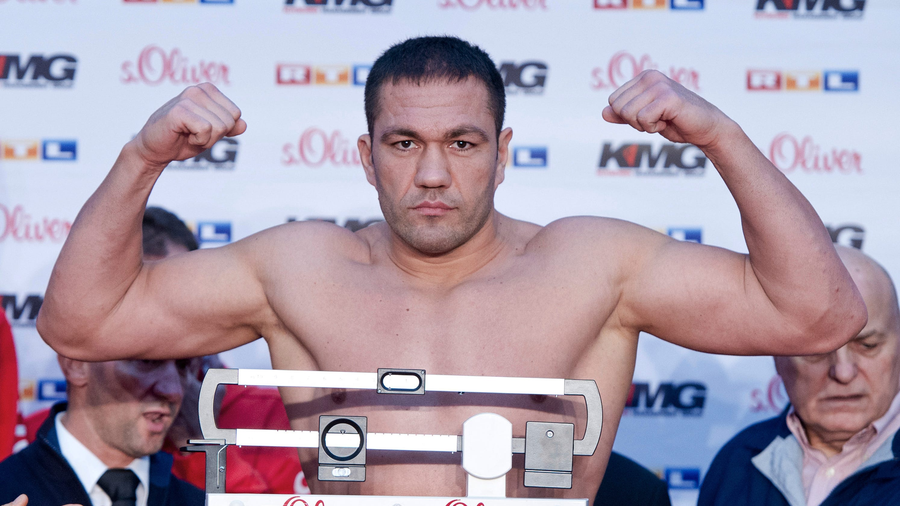 Suspension lifted on boxer who kissed reporter without consent