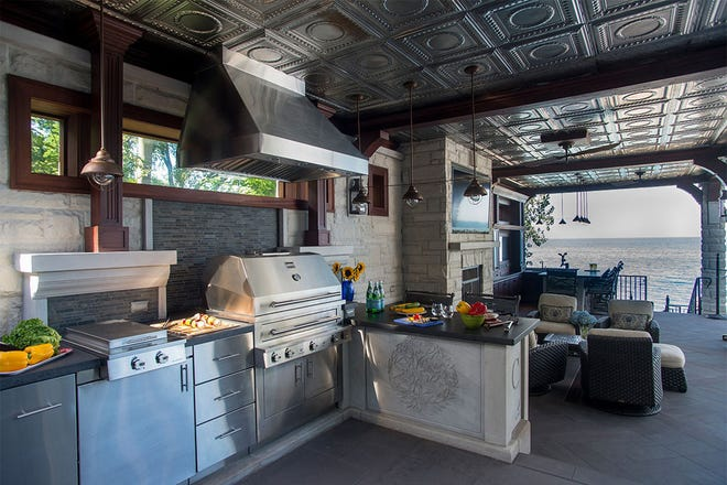 This large outdoor kitchen reflects a major trend in 2019 research conducted by the National Kitchen & Bath Association. A majority of outdoor kitchens have an average size footprint of 100 to 400 square feet, which includes a sitting area in the meal preparation space.