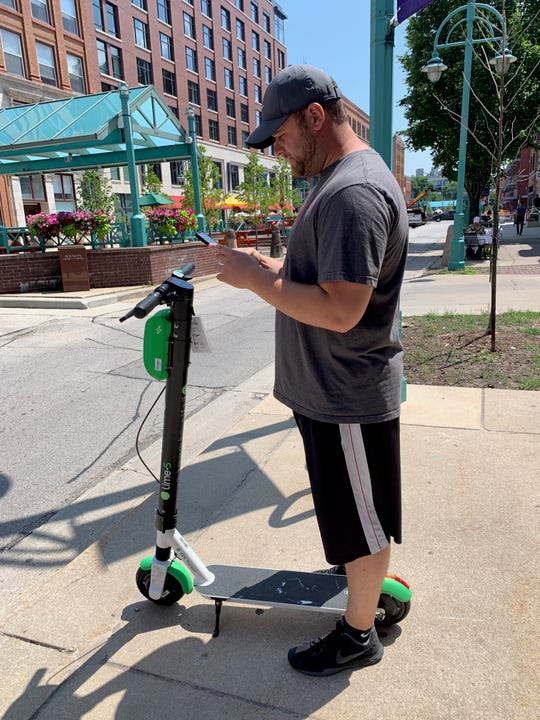 Lime scooters launched in Milwaukee Tuesday