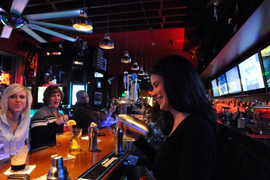 e 381 Main Bar and Grill .           Don Smith  Staff Photographer