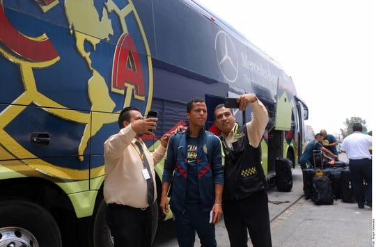 La afición americanista, contentos con la llegada de Giovani Dos Santos.
