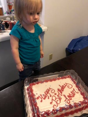 Fantastic Toddlers Cake Says Happy Birthday Loser After Bakery Mix Up Personalised Birthday Cards Veneteletsinfo