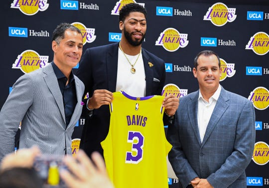 Anthony Davis Lakers Star Says He D Consider Joining