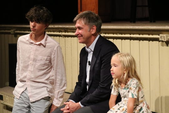 "Emmy Award-winning CBS reporter Steve Hartman came ""full circle"" when he returned to the community he grew up in, Lakeside, on Tuesday."