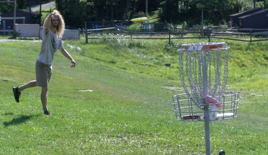 A disc golfer warms up at Heritage Hills Golf Course in York County during the 2019 PDGA Amateur Disc Golf World Championships.