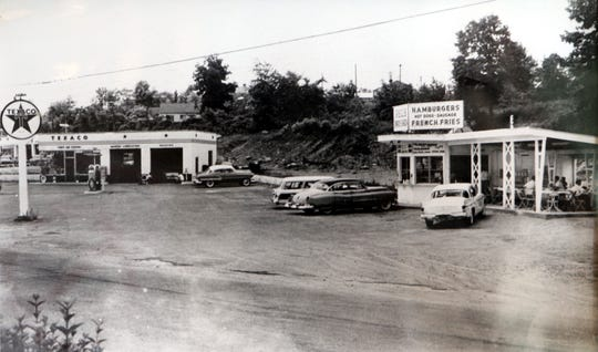 Annie's Restaurant on Route 9W in Stony Point, as it appeared in the early 1950's, when Annie's father, Phil Ciabattoni started the family business.  Annie's, a historic landmark business in Rockland County, closed Aug. 15, 2007.
