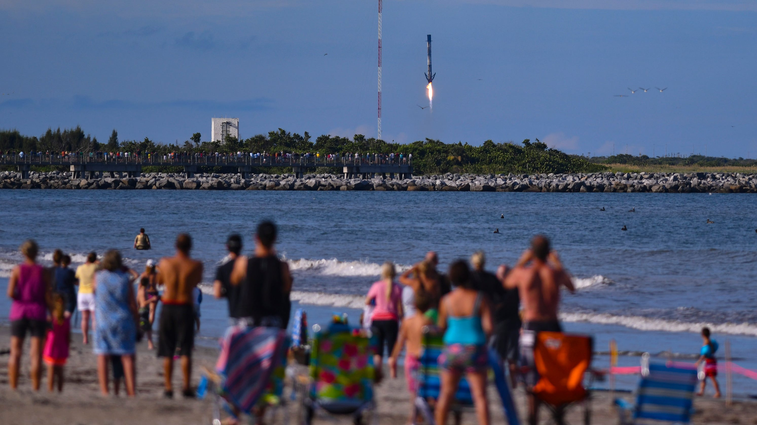 Last-minute opening allows SpaceX to launch Dragon ...
