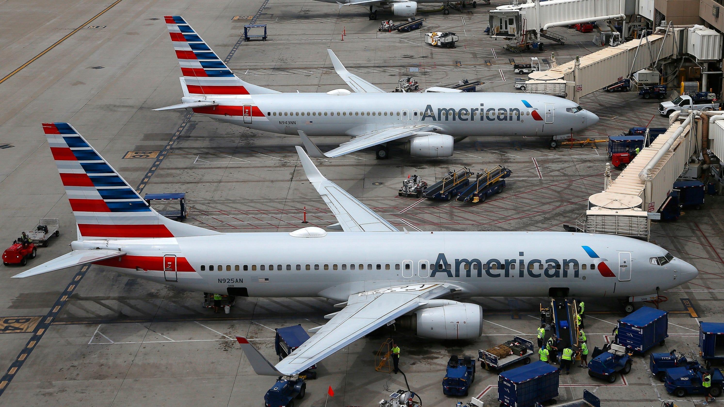 American Airlines fliers sharing horror stories online