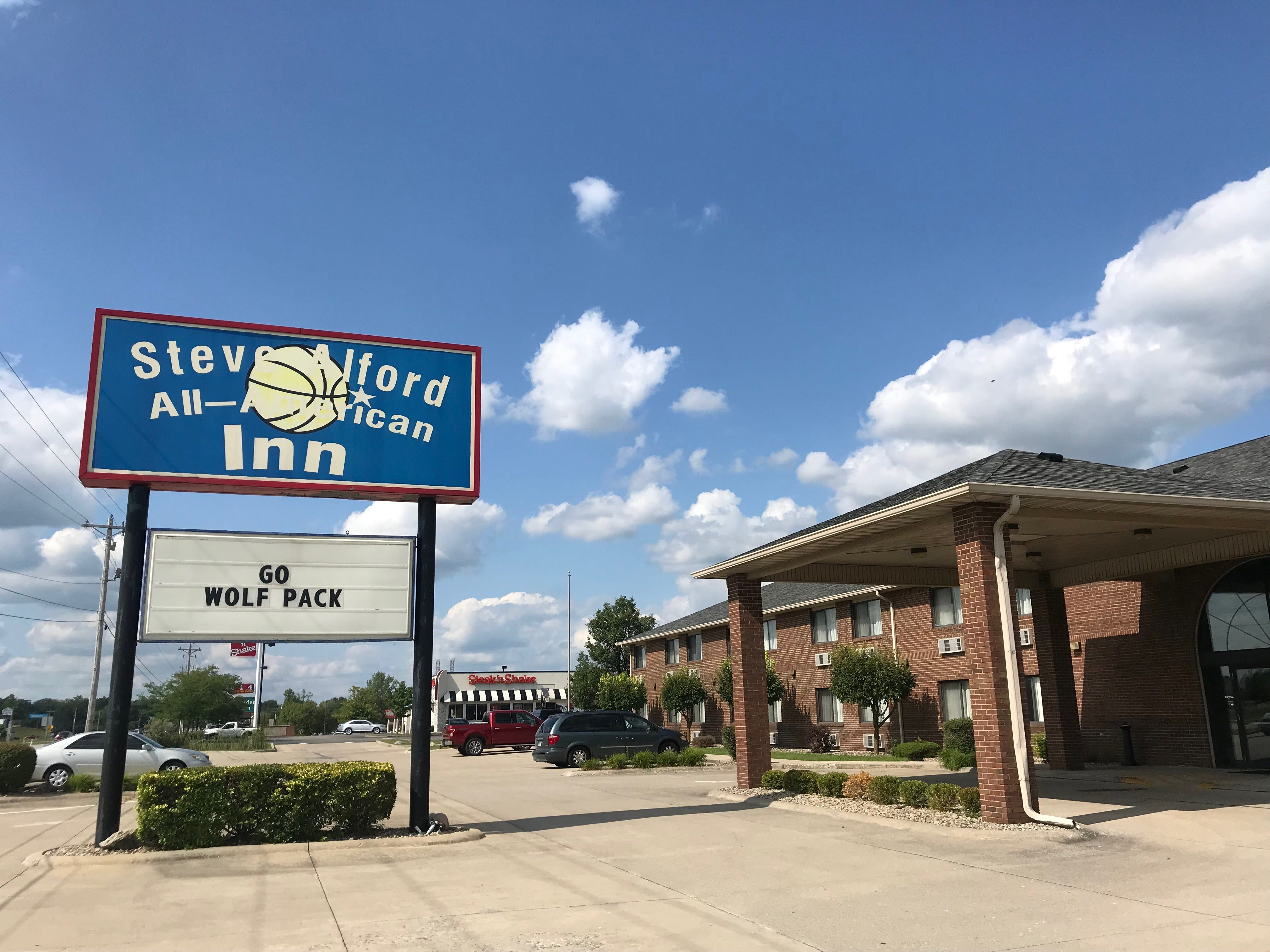 Steve Alford hotel is quirky, bizarre homage to a high school basketball  player