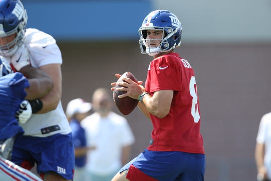 Daniel Jones looks for an open receiver during Giants practice, Thursday, July 25, 2019.
