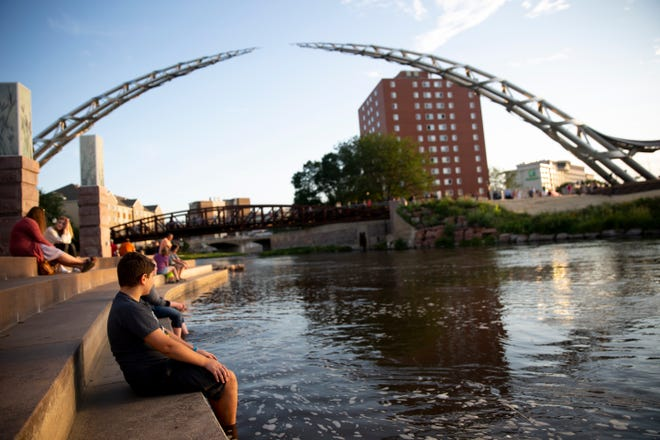 The sun sets on the Arc of Dreams in downtown Sioux Falls.