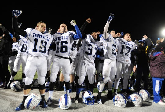 Zanesville celebrates its final four berth after beating New Albany in 2013.