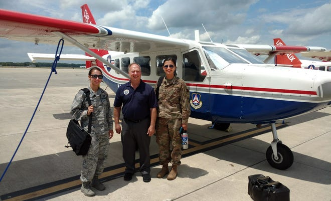 Lt. Col. Ken Curell (center) of CAP's Ohio Wing is flanked by two Pilot Prep Program students – Air Force 1st Lts. Sherry Meadows, assigned to Aviano Air Base, Italy, and Makenna Elliott, assigned to Offutt Air Force Base, Neb.