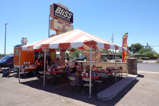 Birrieria Tijuana in North Phoenix sets up in a parking lot by day.