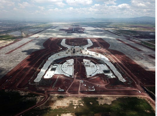 Tres obras del cancelado Nuevo Aeropuerto Internacional de México (NAIM), incluida la de pilotes del edificio terminal y la torre de control, no contaban con proyectos ejecutivos al momento de ser licitadas.