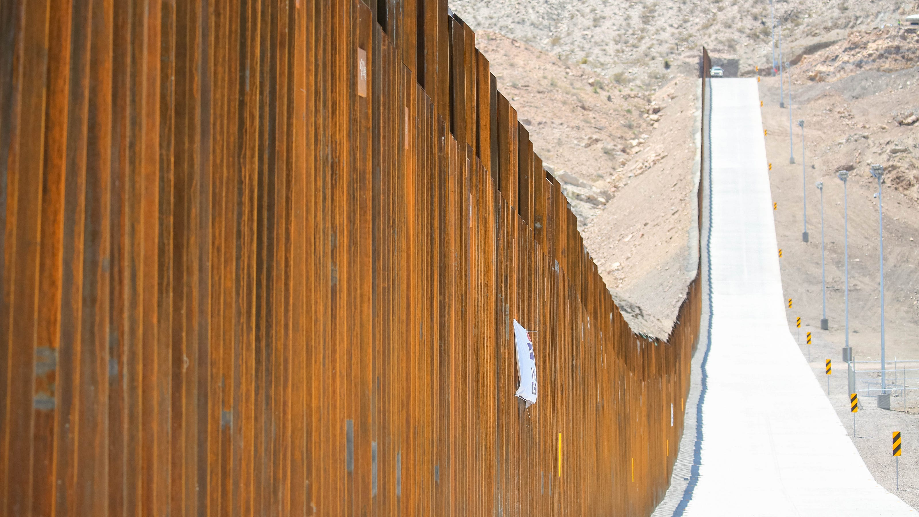 More federal land in New Mexico and Arizona transferred for border fencing