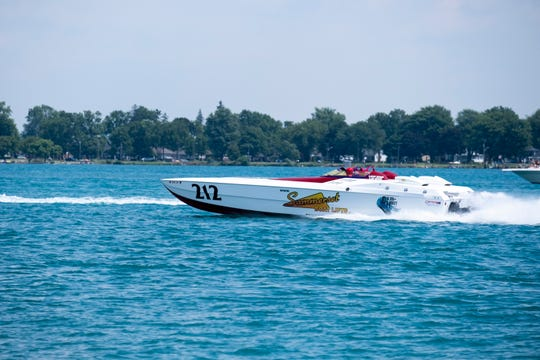 Powerboats roar into St  Clair