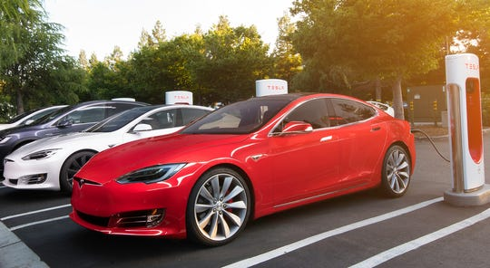 On Wednesday, Tesla announcedrevealed that J.B. Straubel will cede his CTO position and step away from the daily grind to become an adviser to the company.