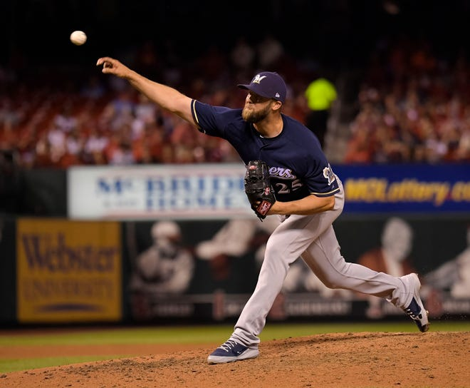 The Brewers have acquired right-hander Jordan Lyles, who also pitched for Milwaukee late last season.