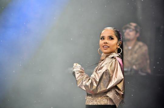 Becky G actúa en 103.5 KTU KTUphoria presentada por Pepsi en Northwell Health en Jones Beach Theatre el 15 de junio de 2019.