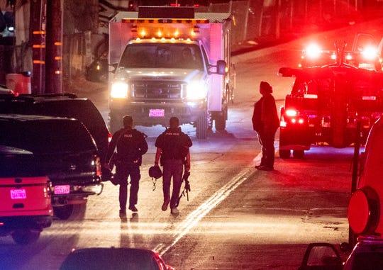 Agentes del orden público de varias agencias siguen investigando la escena del crimen el lunes 29 de julio de 2019 donde cuatro personas fallecieron y otras 15 más resultaron heridas durante el Festival del Ajo de Gilroy. El tiroteo se reportó alrededor de las 5:41 p. m. del domingo cerca del lado norte del festival.