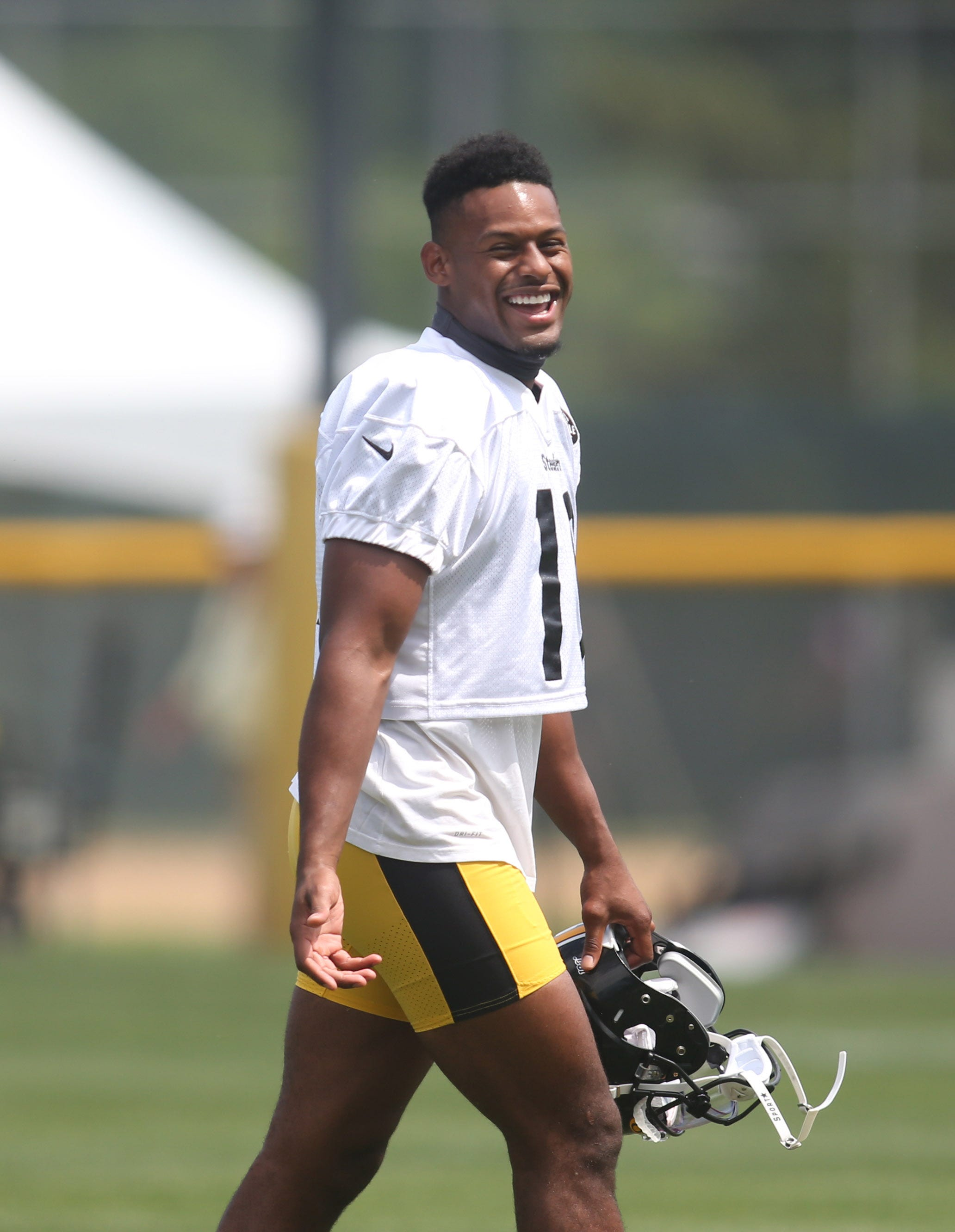 JuJu Smith-Schuster purchases season tickets for fan who got tattoo of his signature on head