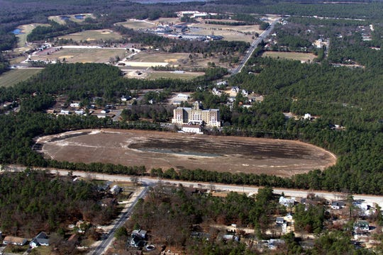 3/1/02 - - - - Crystal Lake in Berkeley Township is nearly dried up as shown in this aerial photograph.¶