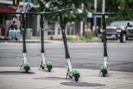 Las scooters, cada vez más utilizadas en el Valle del Sol.