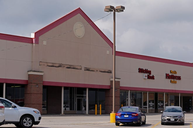 Harbor Freight Tools will open a store in the former home of Dunham's Sports at the Gateway Shopping Center on Richmond's east side.